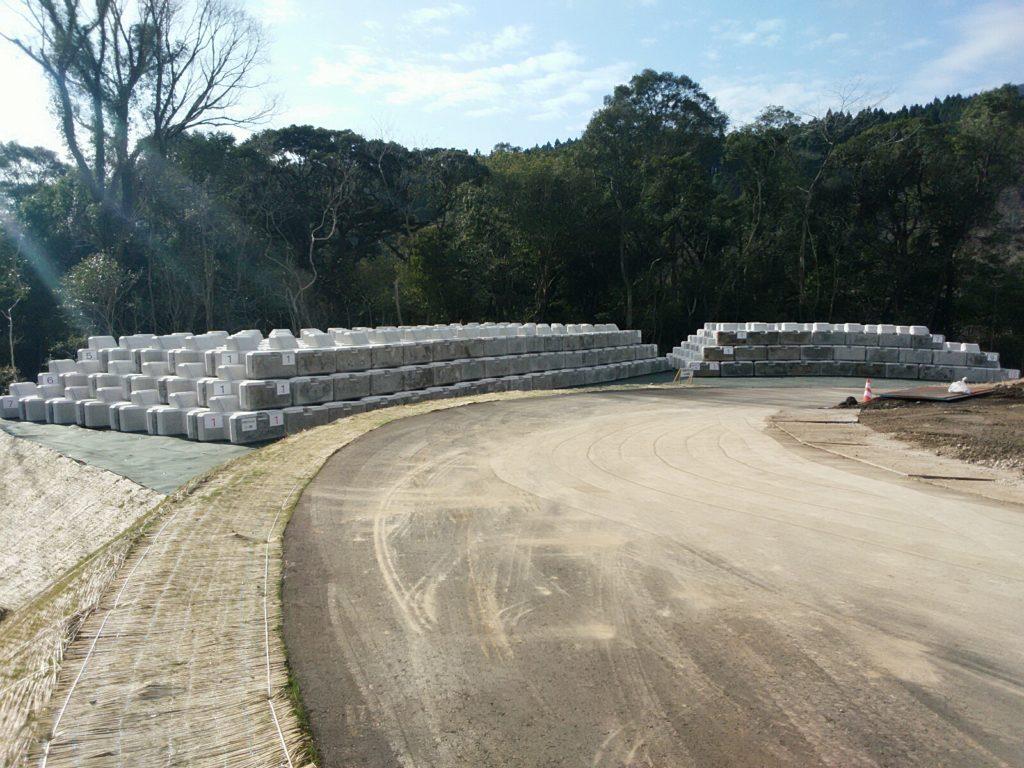 大淀川水系砂防施設設備保全工事根固めブロック設置