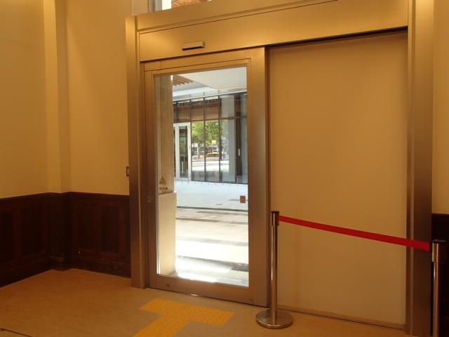 令和元年度県庁5号館改修工事(建築)1階 防災拠点庁舎出入口①