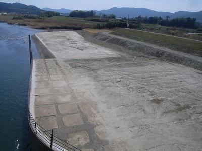 京町出張所管内河川構造物維持補修その他【河岸堆積土除去】