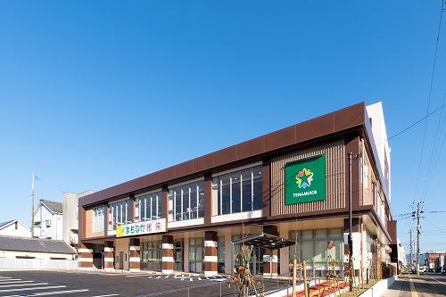 小林まちなか複合ビル(TENAMUビル)【交差点側より】