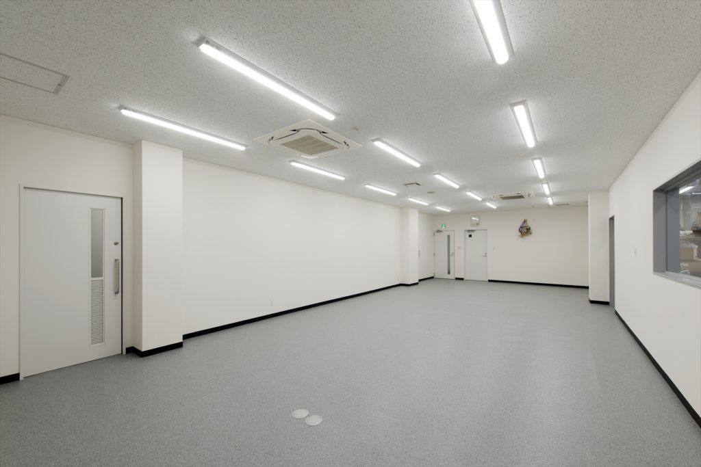 東亜自動車株式会社ボルボ・カー宮崎改修工事【ショールーム棟】会議室
