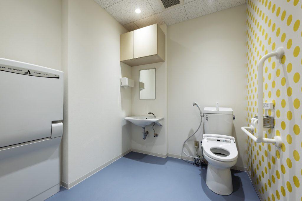 みなみえびの保育園新築工事多目的トイレ