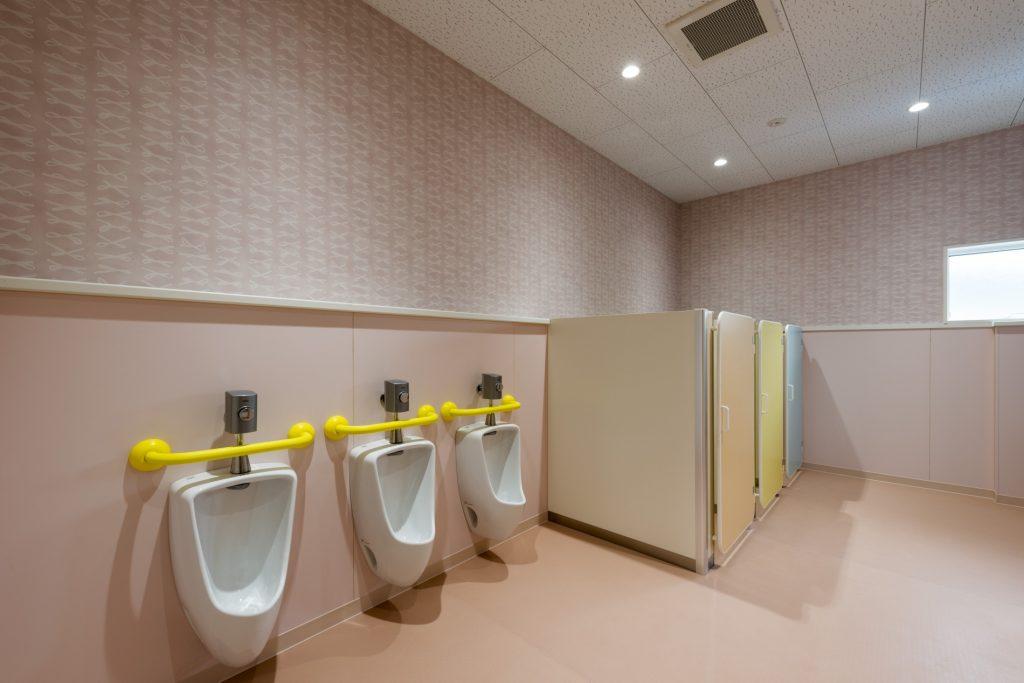 みなみえびの保育園新築工事幼児用トイレ