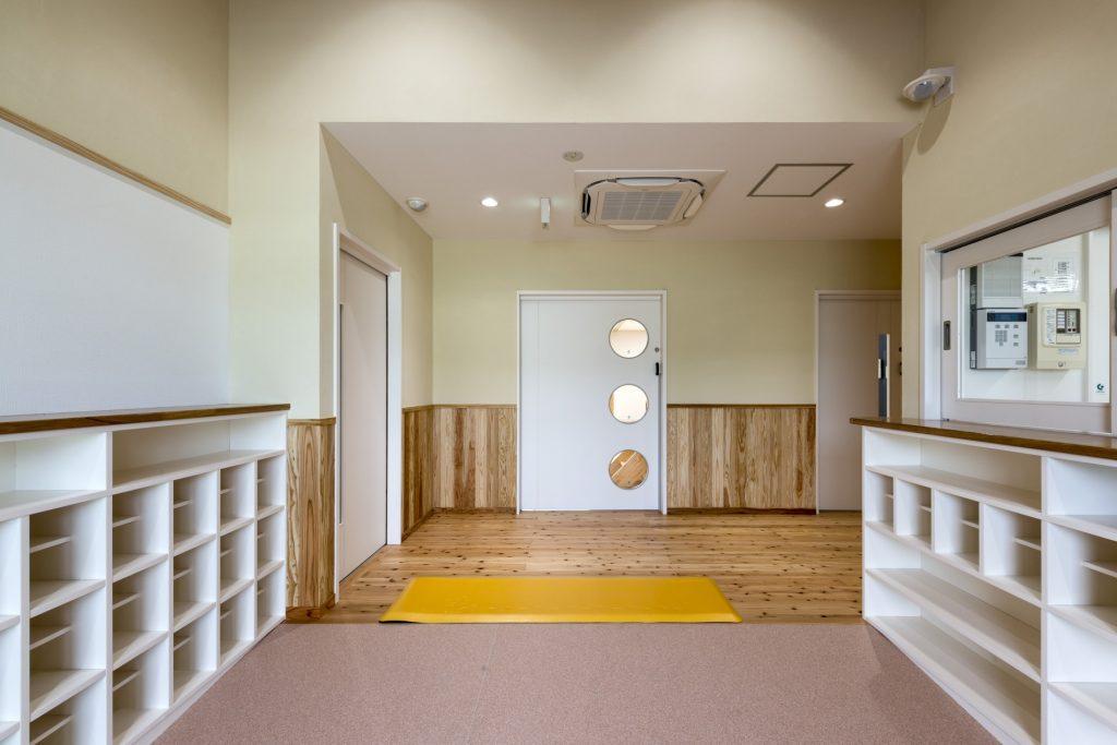 みなみえびの保育園新築工事玄関